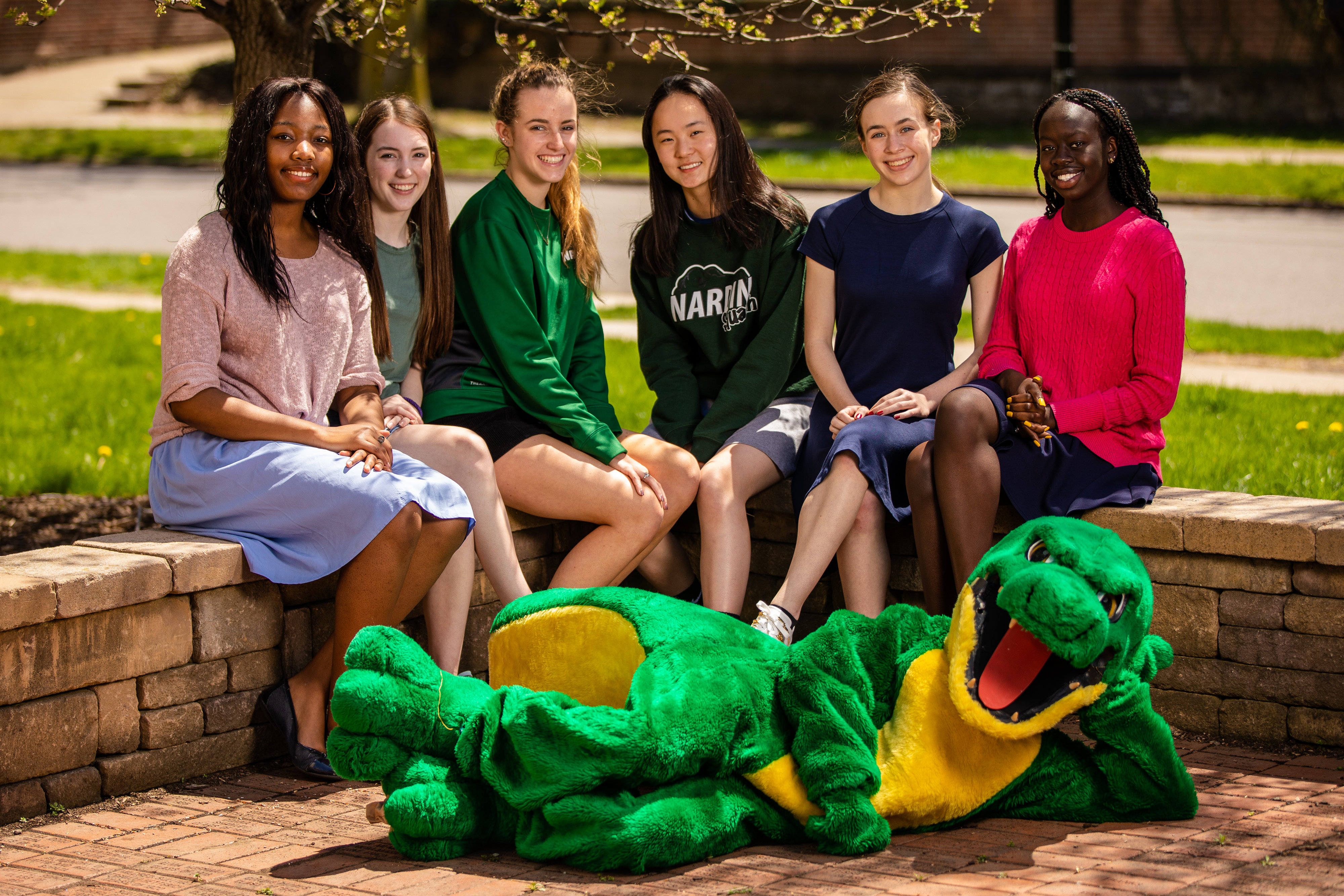 Six Nardin Girls with Gator Mascot